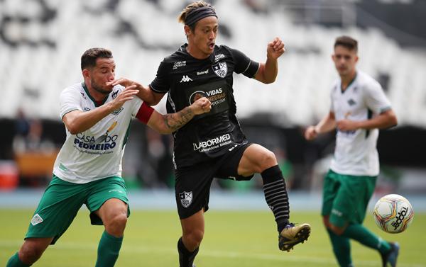 ブラジルでプレーをする本田(C)ロイター