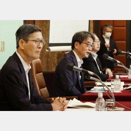 衝撃の試算(新型コロナウイルス感染症対策専門家会議)/(C)共同通信社