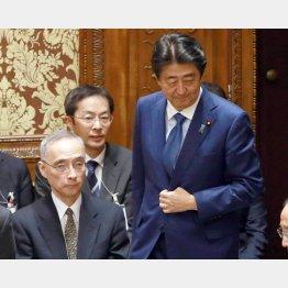 首相に尽くした論功行賞(財務省の太田充主計局長=左)/(C)日刊ゲンダイ