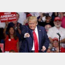 やるぞ!(大統領選キャンペーンでオクラホマ入り、演説するトランプ米大統領)/(C)ゲッティ=共同