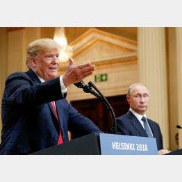 ヘルシンキで会談するトランプ米大統領(左)とプーチン露大統領(C)ロイター=共同