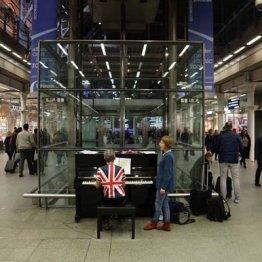 静かな人気のNHK・BS1「空港ピアノ」はなぜ感動を呼ぶのか