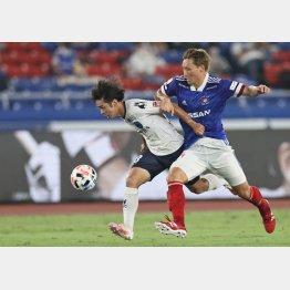 試合中の濃厚接触は避けられないだけに…(22日の横浜Mvs横浜FC)(C)Norio ROKUKAWA/Office La Strada
