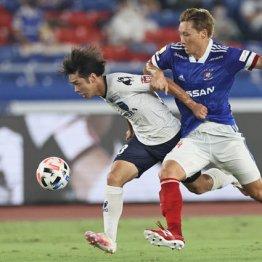 試合中の濃厚接触は避けられないだけに…(22日の横浜Mvs横浜FC)