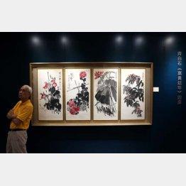 オークションに出された斉白石の四幅対作品「富貴延年」/(C)新華社/共同通信イメージズ