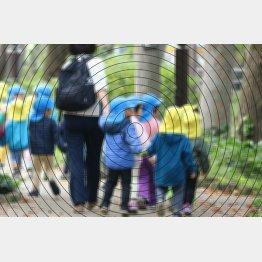 冬に子どもたちから病気をうつされることはよくあるが…(写真はイメージ)/(C)日刊ゲンダイ