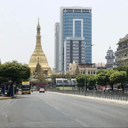 ミャンマーではミシンにもソーシャルディスタンス