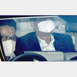 24日午前、慶応大病院に入る安倍晋三首相(C)日刊ゲンダイ