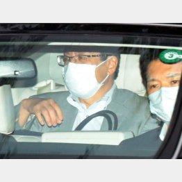 慶大病院へも付き添った今井首相補佐官(C)日刊ゲンダイ