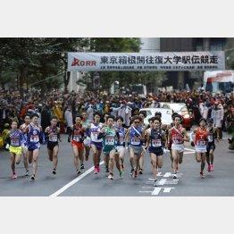 2020年1月、東京箱根間往復大学駅伝でスタートする選手たち(C)共同通信社