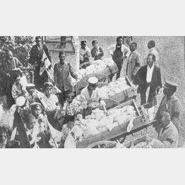 東京の米騒動に対し、東京府では8月15日から白米の巡回廉売を行った=1918(大正7)年ごろ(C)共同通信社