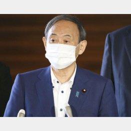 24日、菅首相は韓国大統領と電話会談後にぶら下がり(C)共同通信社