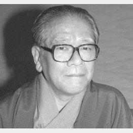 作家の池波正太郎氏(C)共同通信社