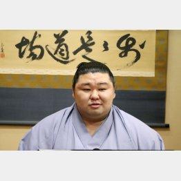 初優勝から一夜明け、記者会見をする正代(日本相撲協会提供)