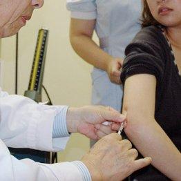 """厚労省が要請 インフル予防接種""""高齢者優先""""に現場ソッポ"""