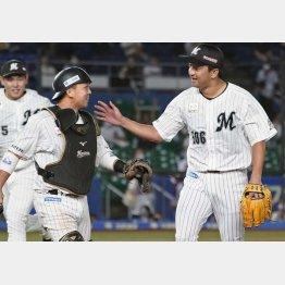 澤村(右)がロッテでイキイキ!(C)共同通信社