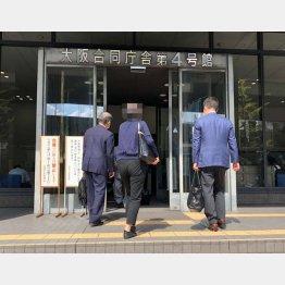 弁護士ときっき財務局へ(撮影・相澤冬樹)