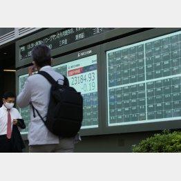 株価ボードから表示が消えた(C)日刊ゲンダイ