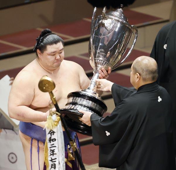 正代】正代が賜杯第1号 熊本県出身の力士が優勝できなかったワケ ...