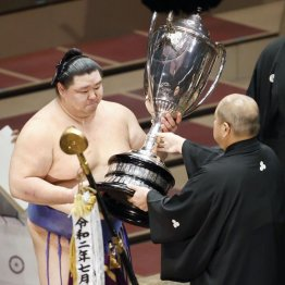 正代が賜杯第1号 熊本県出身の力士が優勝できなかったワケ