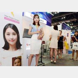 韓国の美容整形企業は中国などでも積極的に整形をアピール(C)共同通信社