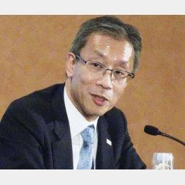 2日、東大の次期学長に決まり、記者会見する藤井輝夫理事・副学長(C)共同通信社