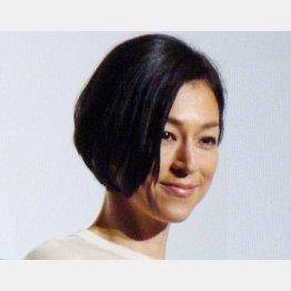 母親の複雑な感情を表現した鈴木保奈美(C)日刊ゲンダイ