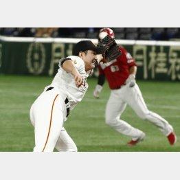ついに連勝がストップし、今季初黒星を喫した巨人・菅野(C)日刊ゲンダイ