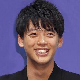 竹内涼真、横浜流星、綾野剛…俳優の前髪が近ごろ鬱陶しい