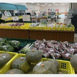 直営農場の野菜が並ぶ(提供写真)