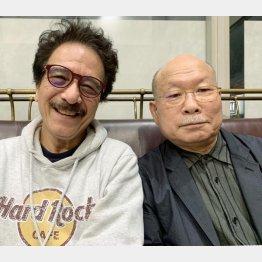 久しぶりに邂逅した坂田氏(右)と平野氏(C)日刊ゲンダイ