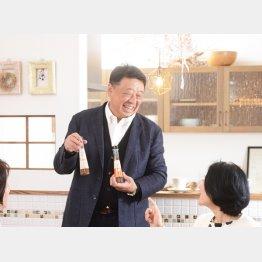 生姜関連商品について説明するイトク食品の小倉一洋社長(提供写真)