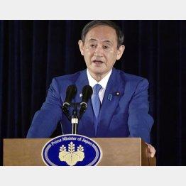 10月21日、ジャカルタで記者会見をする菅首相(C)共同通信社