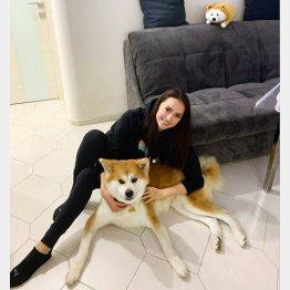 アリーナ・ザギトワと愛犬マサル(本人のインスタグラムから)