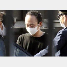 送検のため、大阪府警豊中南署で車に乗り込む森本正明容疑者(C)共同通信社
