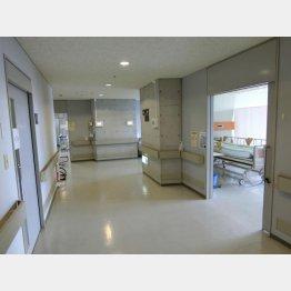 現場検証が行われた病室とベッド(提供写真)