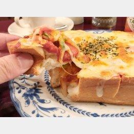 浅草「ペガサス」のピザトースト(C)日刊ゲンダイ