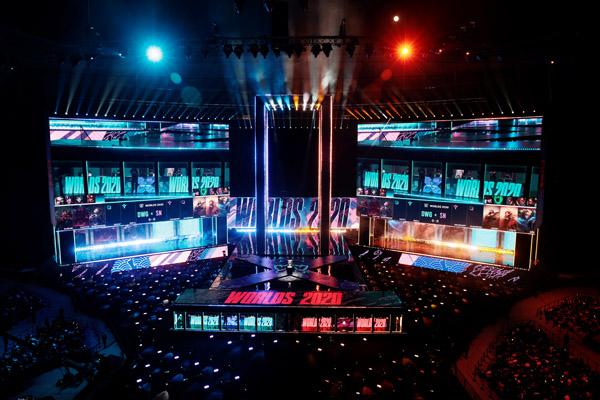 上海で行われたeスポーツ世界大会「LoL」(C)ロイター
