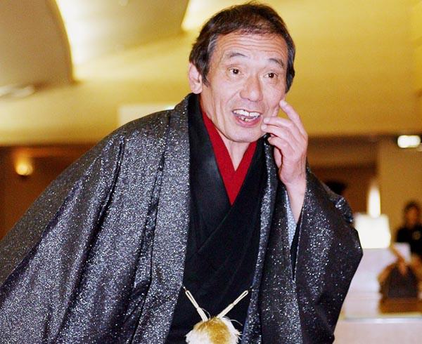 チャンバラトリオのリーダー、山根伸介(C)日刊ゲンダイ