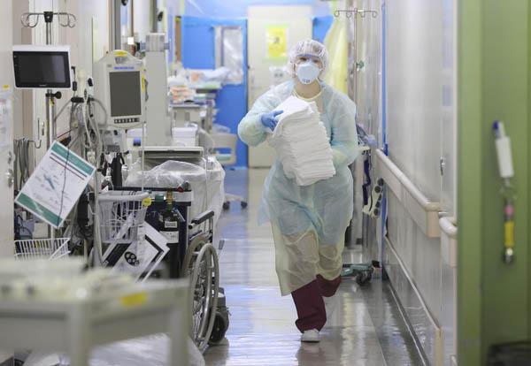 医療従事者の貢献ほど勝るものはないのに…(写真=聖マリアンナ医大病院)/(C)共同通信社