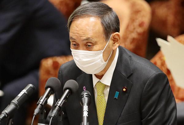 「子供だまし」はいい加減にした方がいい(昨25日、国会での菅首相)/(C)日刊ゲンダイ