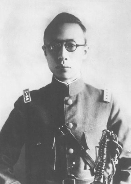 陸軍軍装の愛新覚羅溥儀(C)共同通信社