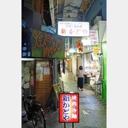 鶴橋駅付近にある焼肉・ホルモン焼店(C)日刊ゲンダイ