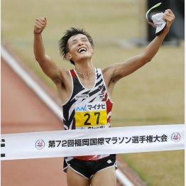 2018年、日本勢では14年ぶりの優勝を果たした服部勇馬(C)共同通信社
