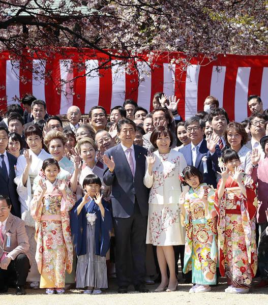 2019年の桜を見る会(C)日刊ゲンダイ