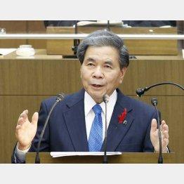川辺川ダムの建設容認を表明した蒲島郁夫知事(C)共同通信社