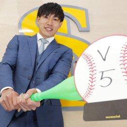 ソフト柳田は7年契約6.1億円 金満球団が複数年多用のなぜ