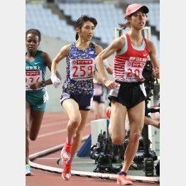 日本選手権ではラスト1周で広中璃梨佳(右)を抜き優勝した田中希実(C)日刊ゲンダイ