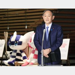 菅首相はコロナ対策よりも東京五輪開催にこだわり続けている(C)共同通信社