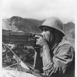 日中戦争で機関銃を構える日本人兵士(C)Robert Hunt Library/Mary Evans/共同通信イメージズ